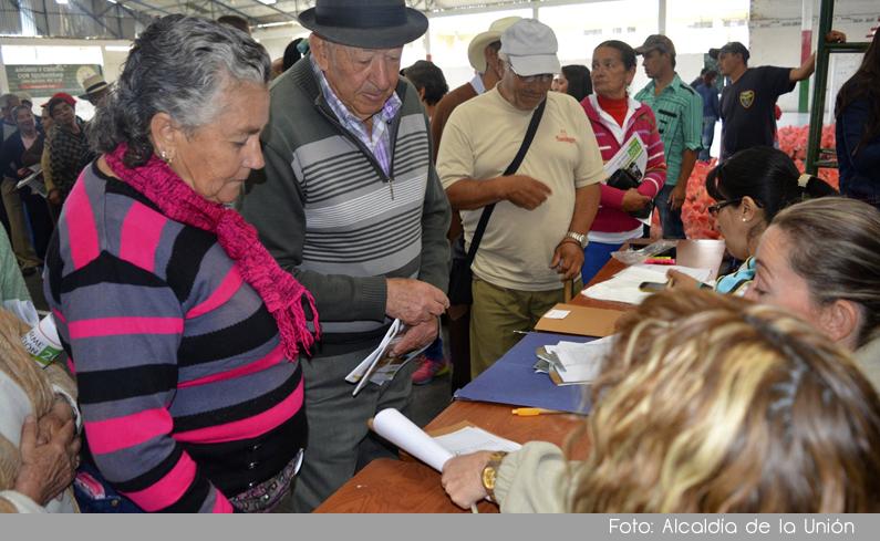 Photo of En La Unión, se entregaron 700 Kits Alimentarios a los adultos mayores de escasos recursos.