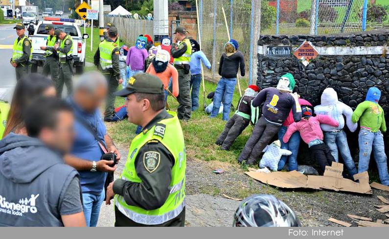 Photo of En Rionegro, fueron decomisados 300 muñecos de año viejo que tenían pólvora.