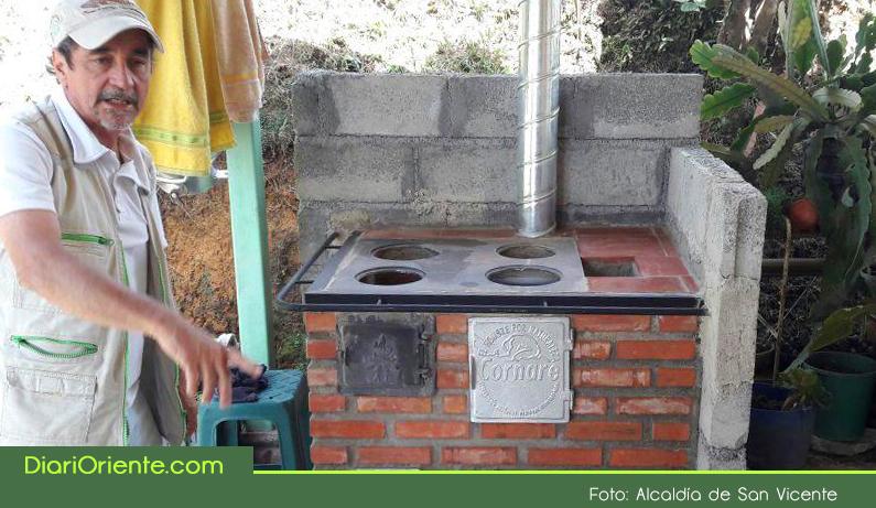 Photo of En San Vicente se construyen 100 estufas eficientes para mejorar la calidad de vida de los campesinos