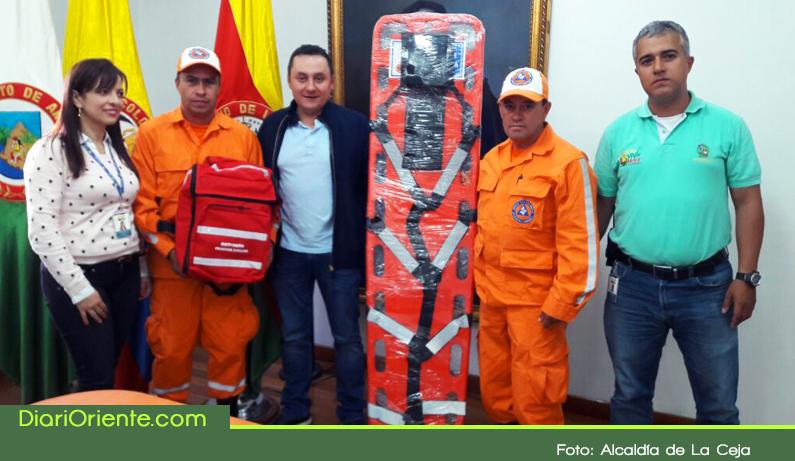 Photo of Alcaldía de La Ceja entregó dotación a organismos de socorro del municipio