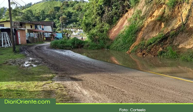 Photo of 10 municipios del Oriente Antioqueño reportan afectaciones en vías por la temporada invernal
