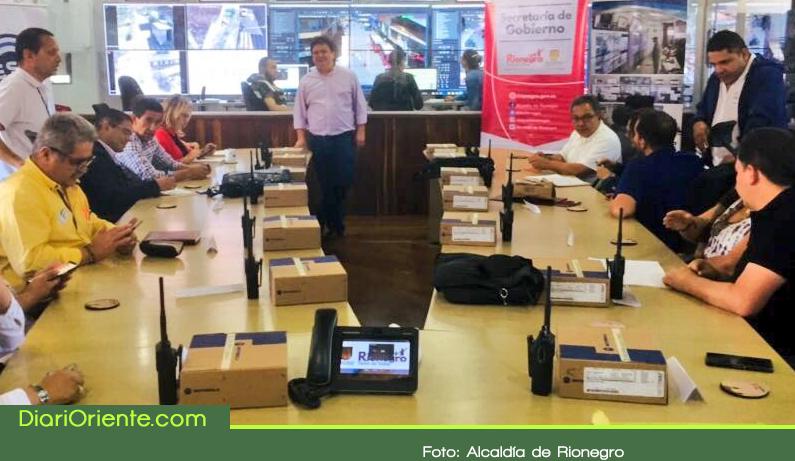 Photo of Entregan equipos de comunicación a las Instituciones Educativas de Rionegro