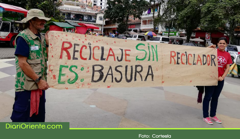 Photo of En Marinilla, recicladores se movilizan con un plantón y un foro