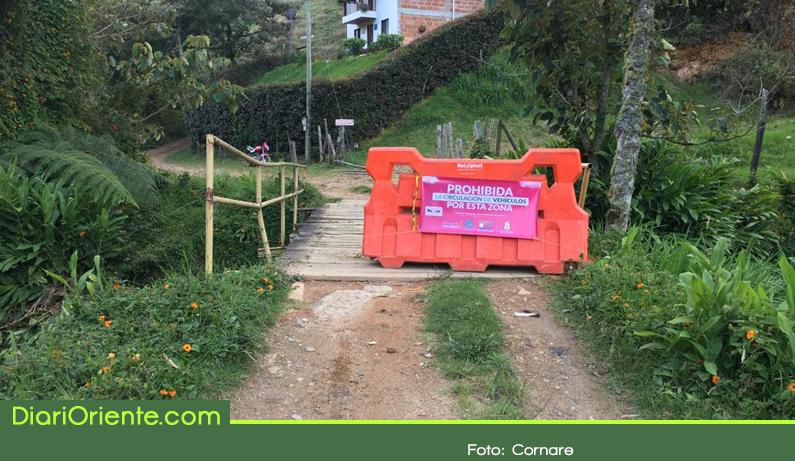 Photo of Autoridades de La Ceja inhabilitan puente por riesgo de colapso