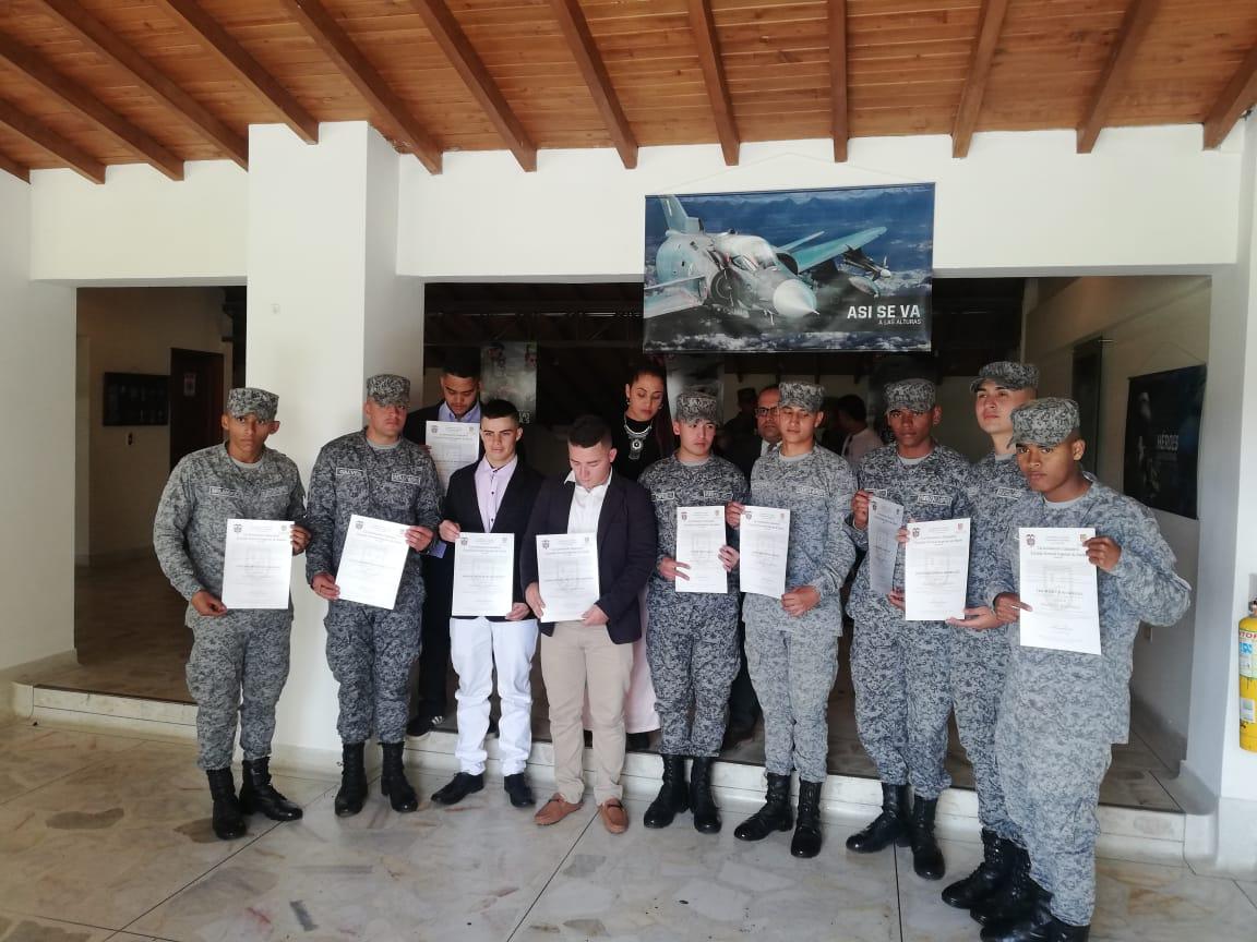 Photo of Soldados de las Fuerzas Militares son formados como bachilleres académicos
