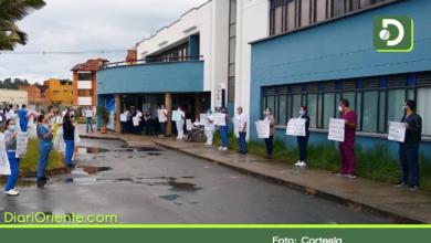 Photo of Con plantón, trabajadores del hospital de Marinilla protestaron por despido masivo