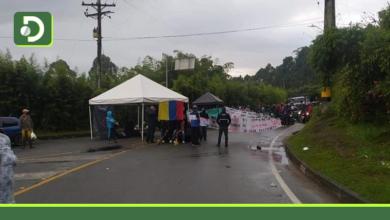 Photo of Seis días completa cerrada la vía La Ceja – Rionegro por protestas.