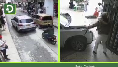 Photo of Video: Conductor arrolló a dos personas en El Santuario, al parecer por falta de pericia