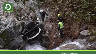 Photo of Cocorná: camioneta que rodó por un abismo dejó 2 muertos y 2 heridos