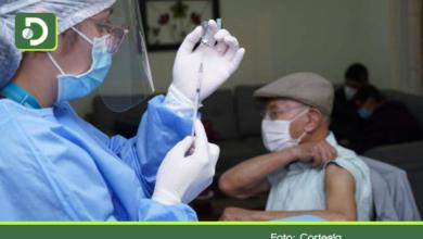 Photo of En Colombia aplicarán tercera dosis a mayores de 70 años: ¿Cuándo y con qué vacuna?