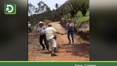 Photo of Video: hombre atacó con un machete a varios ciudadanos cuando intervenían vía en San Vicente