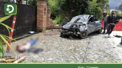 Photo of Conductor murió al salir expulsado de su carro en la vía Rionegro – El Retiro