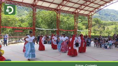 Photo of 600 personas que han sufrido el conflicto armado en San Carlos, recibieron nueva placa polideportiva